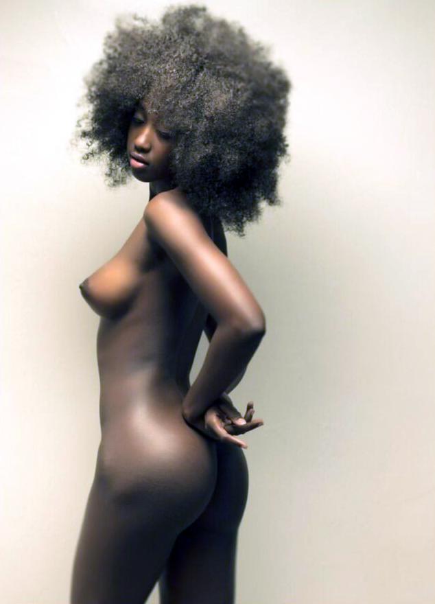 افريقية شعرها خشن