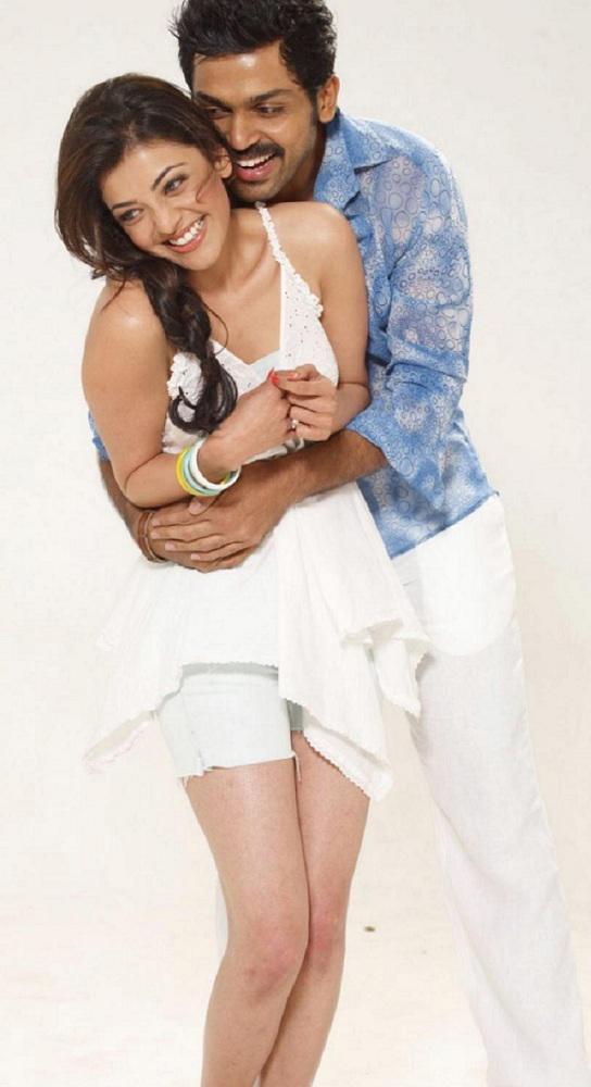 حضن الممثلة الهندية كاجال
