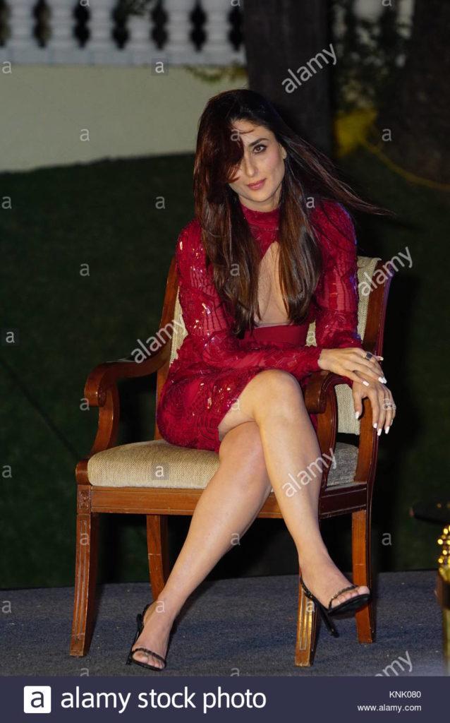 كارينا كابور فستان احمر قصير