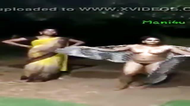 هندية ترقص عريانة في الشارع